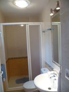Downstairs bedroom - en suite shower room