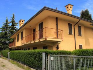 Palazzina in via dei Pini, Castelletto sopra Ticino