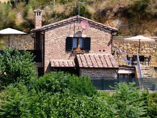 La Casina Toscana, central with parking and wi-fi, Montepulciano