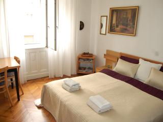 Danube view apartment close to Parliament with AC, Budapeste