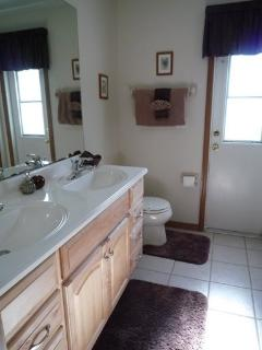 Pool bathroom with WC,twin sinks, bath & shower. All towels provided.