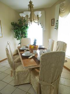 Beautiful breakfast dining area, spacious & light!