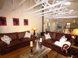 Lounge with 47' LED TV