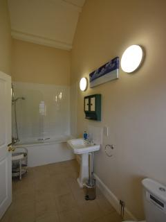 Ensuite bathroom with shower over bath in Bedroom 1