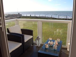 Anns Beach Front House with a Hot Tub, Tywyn