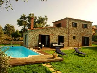 Luxury Traditional Rokka Villa, Meganisi