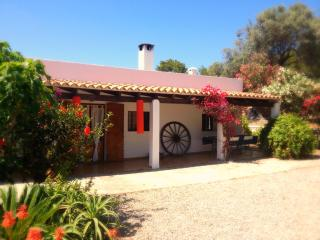 Ibiza country guesthouse. Double room. King bed, San Lorenzo