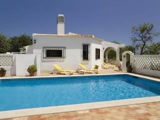 Casa Alegre, luxury villa with private and maid, Algoz