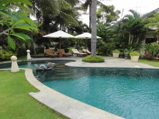 Five Bedroom Beachfront Villa Bahagia Bali