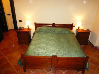 La Tenuta dispone di camere singole, doppie e triple e, di mini appartamenti con cucina autonoma.