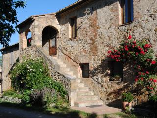 La Fonte: a perfect traditional Tuscan stone house, Radicondoli