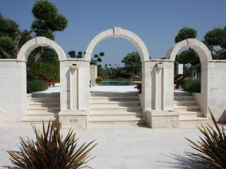 Steps and Arches through to the pool