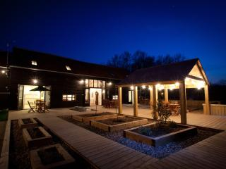 Creeksea Place Barns with Gym & Spa, Burnham-on-Crouch