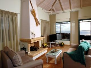 Executive suite - Cozy living room with captivating view to the sea