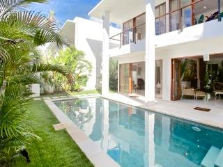 Villa Heliconia Moonlight, 3 bedrooms Nusa Dua