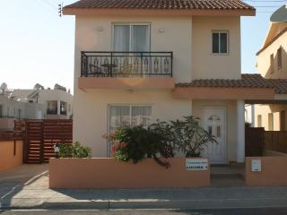 Luxury Detached Villa in Kato Paphos Heated Pool, Pafos