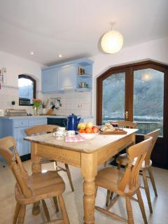 Preselli Hills self-catering  holiday cottage - kitchen/diner
