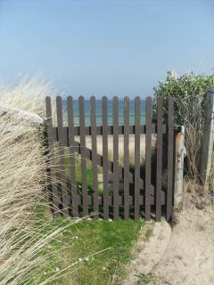 Just step though the back gate unto the sand and enjoy a walk, fishing, swimming and horse riding.