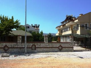 apartment-calis-beach-turkish-holiday-letting-surrounded-by-security-systems