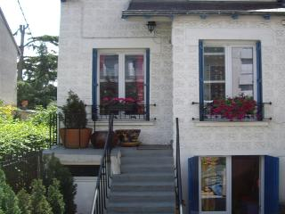 Paris 10 min House and garden - entire house, private, free parking