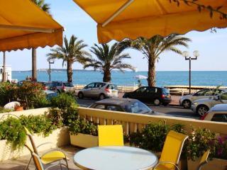 Le Palais de la Plage 2 Bedroom Apartment, Near the Beach