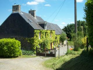 Family Friendly KESTREL COTTAGE, Vire-Normandie