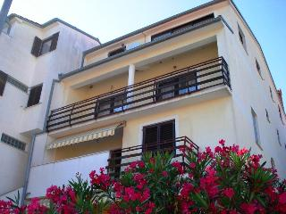 Family and group friendly HOUSE Porat Pula (clean and spacious) 18P max