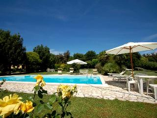Semidetached house with shared pool at walking distance from shops, restuarant., Monterosi