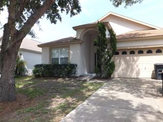 Beautiful Villa with Air Conditioning and WiFi located near Disney, Kissimmee