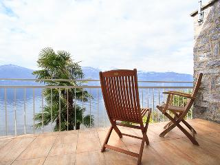 Contemporary Italian Lakes 3 bedroom lakeside villa (BFY111)