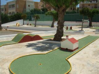 15.08.  tenis 2 piscina minigolf parking para 2-4, Torrevieja