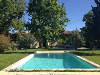 Mas provençal de caractère et décoré avec charme, esprit maison de famille authe