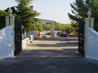 Villa Katia-Rosa entrance and driveway