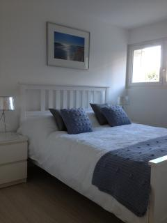Master bedroom with bed size 200 x 160