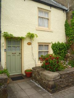 The front entrance to Innkeepers Cottage