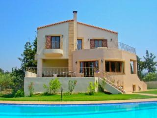 5 Bedroom Villa with Pool, Chania