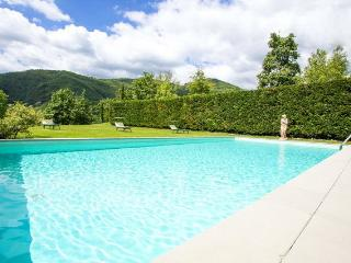 Country villa (9 sleeps) with 12x6 mt pool, Castelnuovo di Garfagnana