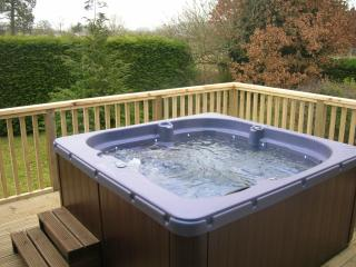 Bevan House with NEW HOT TUB, Hundred House