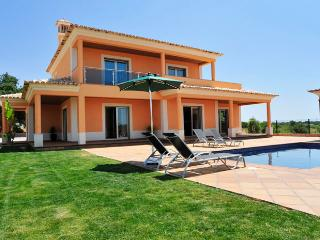 UP TO 10% OFF! SIMÃO Villa W/ Pool in Peaceful Location,AC,WiFi,bbq