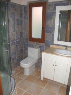 Bathroom next to the top level twin bedroom