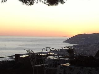 VILLA DES OLIVIERS....SUPERIOR SEA VIEW, San Remo