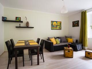 Apartment Klara-centre by tram, close to airport, Praga