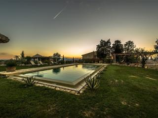 Villa Borgoforte with A/C and a private pool, Montaione