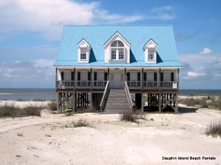 Large Bayfront Home just across the street from the Gulf beach, too!, Dauphin Island