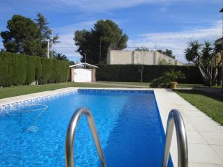 Chalet con piscina a 20 min del centro de Valencia, La Eliana