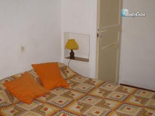 Chambre lit double avec deux palcards