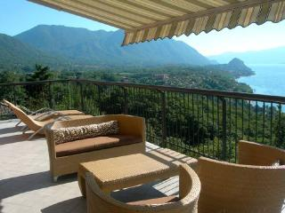 Contemporary Italian Lakes 1 bed apartment with amazing views (BFY113)