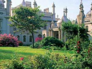 Royal Pavilion is 100 metres away!