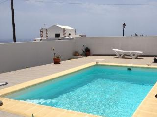 Cozy apart. with pool and sea