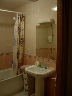 bedroom 1 en-suite wash hand basin